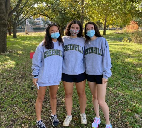 Seniors Olivia Kim, Dulany Bloom, and Jessica Herlitz by the Lower School during the Wildflower Stomp.